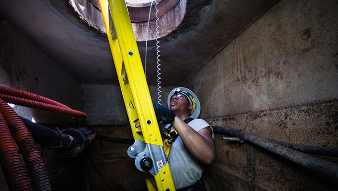 202d Engineering Installation Sq assists Puerto Rico ANG